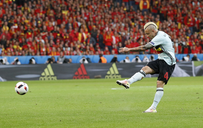 Belgium's Radja Nainggolan scores their first goal against Wales during Euro 2016 quarter final at Stade Pierre-Mauroy, in Lille, on Friday, July 1, 2016. Photo: Reuters