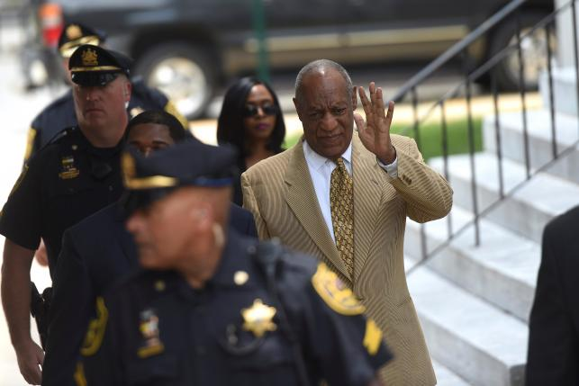 Actor and comedian Bill Cosby arrives for a Habeas Corpus hearing on sexual assault charges at the Montgomery County Courthouse in Norristown, Pennsylvania, U.S. July 7, 2016.  REUTERS/Mark Makela