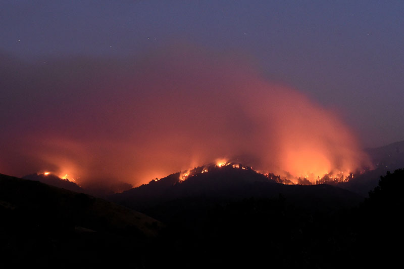 The Soberanes Fire burns along ridges above Carmel-By-The-Sea, California, US on July 27, 2016. Photo: REUTERS