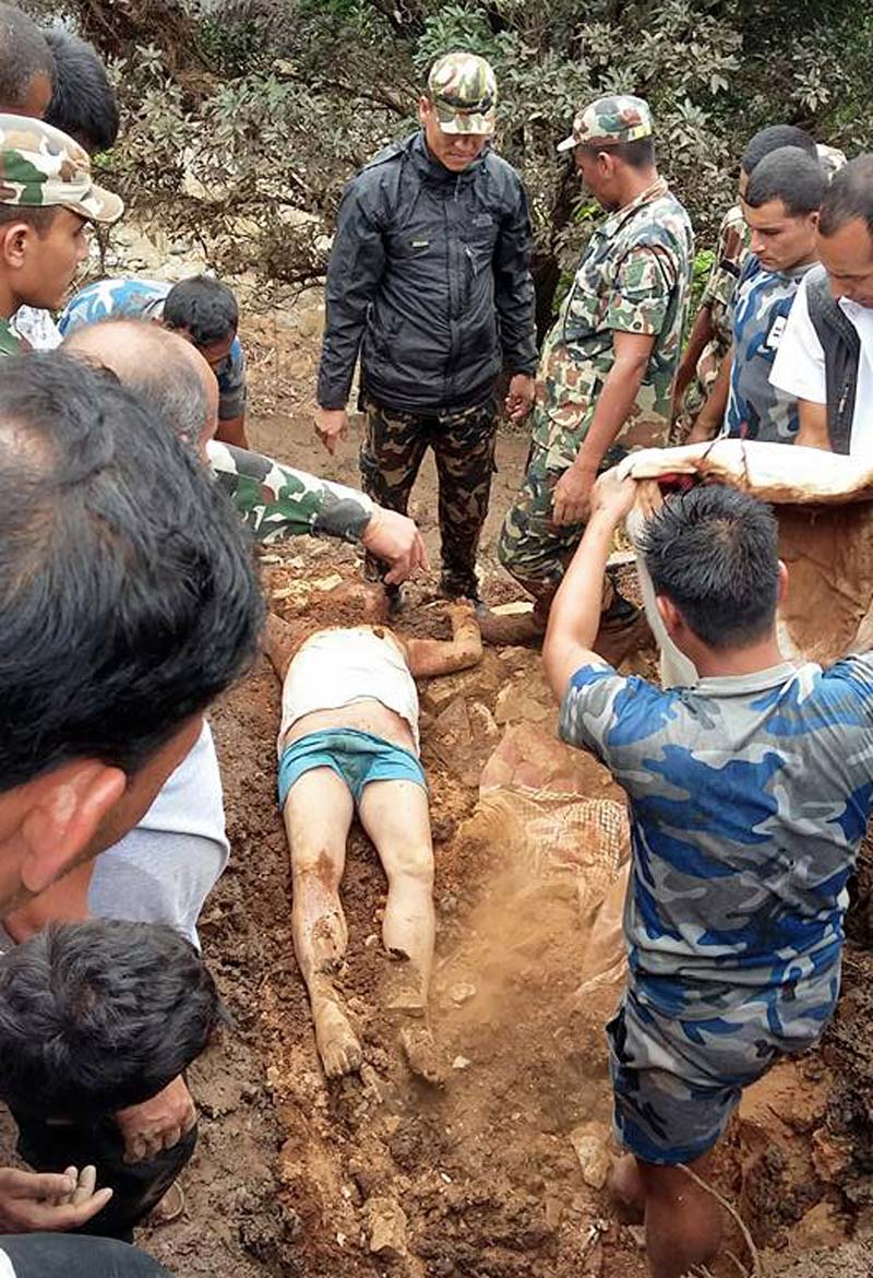 Body of CPN Maoists Centre central member Hari Bahadur KC being dug out by police personnel, in Pyuthan Municipality, on Wednesday, July 27, 2016. Photo: THT