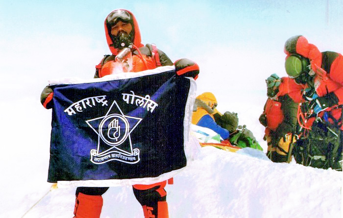 FAKED - Dinesh Chandrakant Rathod allegedly morphed the photograph to claim his Everest victory