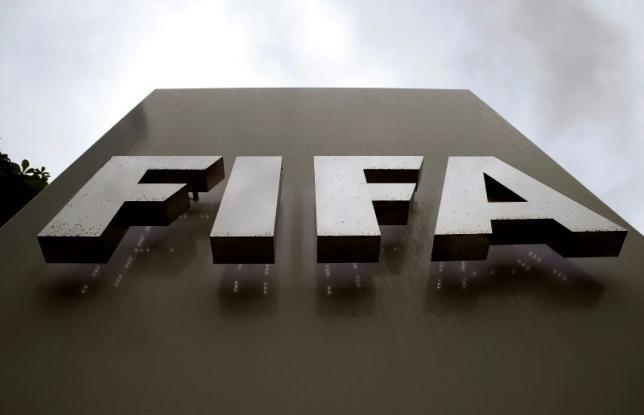 Raindrops flow down on a logo in front of FIFA's headquarters in Zurich, Switzerland June 8, 2016. REUTERS/Arnd Wiegmann - RTSGJA5