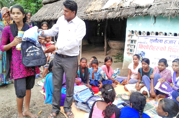 A worker offering materials to pregnant women and mothers of two-year-old children under the Golden Thousand Days programme, in Kanakpur VDC, Rautahat, on Wednesday, July 6, 2016. Photo: THT