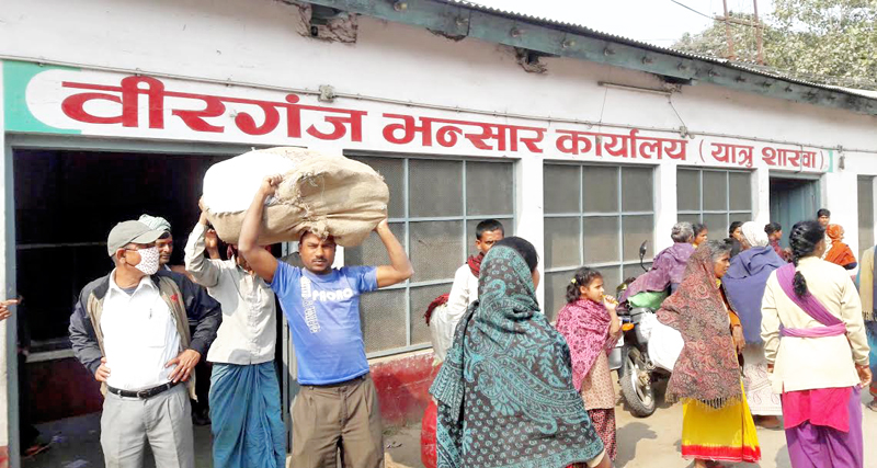 Local traders clearing their goods at Birgunj Customs Office, in Parsa, on Sunday, July 31, 2016. Photo: Ram Sarraf