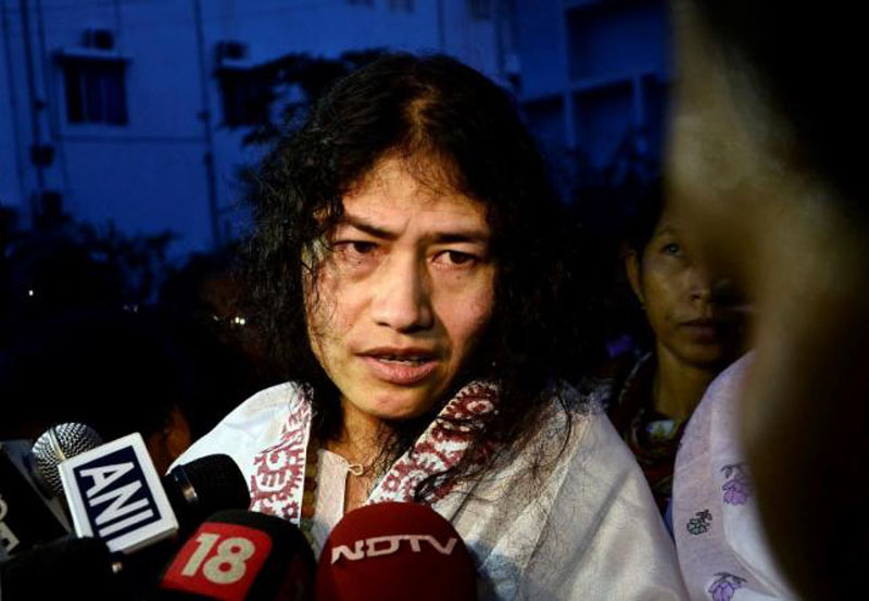 Indian human rights activist Irom Sharmila speaks to the media outside a prison hospital in Imphal, August 20, 2014. Photo: Reuters