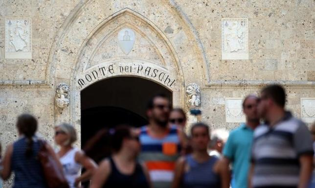 The entrance of Monte dei Paschi bank headquater is pictured in downtown Siena, Italy, July 2, 2016. I REUTERS/Stefano Rellandini