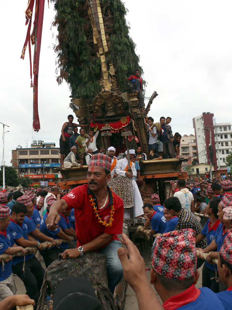 Local residents pull the chariot of Red Macchhindra Nath through Kumaripati to Jawalakhel on Tuesday, July 26, 2016. The festival of Red Machhindra Nath will conclude with bhoto jatra. Photo: RSS