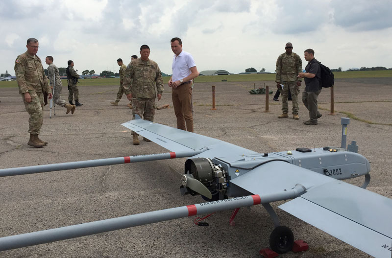 US Army Secretary Eric Fanning (center) watches an unmanned aerial vehicle (UAV) during an annual joint military exercise with the Malaysian army in Johore Bahru, Malaysia, on Saturday, July 30, 2016. Photo: AP