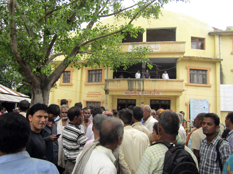 Saptari District Land Revenue Office is obstructed by service seekers after one of them was allegedly beaten by two officials, in Rajbiraj on Thursday 15 July, 2016. Photo: THT