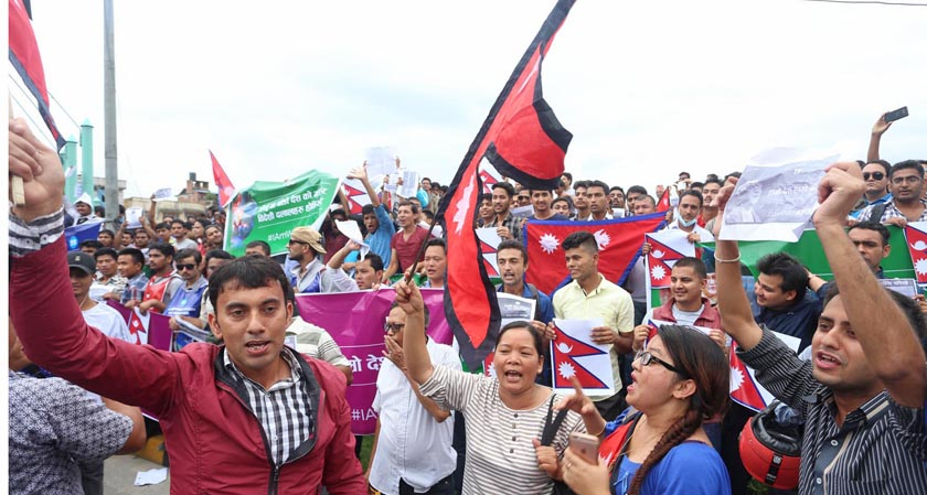 People staging demonstration expressing their support to Prime Minister KP Sharma Oli and the coalition government, which is on the verge of collapse, at Maitighar Mandala in Kathmandu, on Friday, July 15, 2016. Photo: RSS