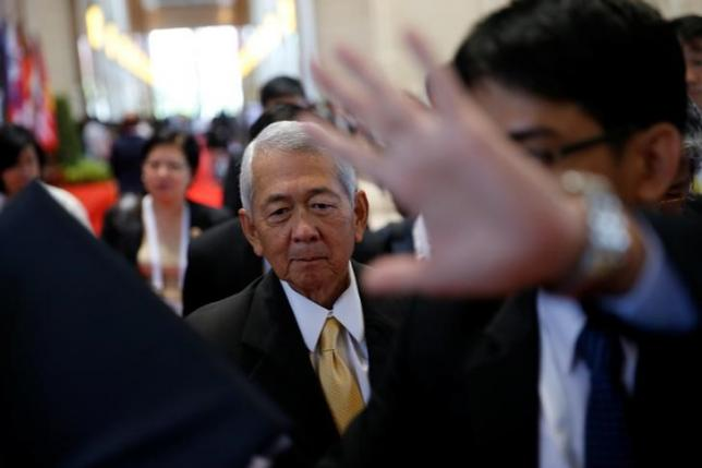 Philippine Foreign Secretary Perfecto Yasay leaves a meeting of the ASEAN foreign ministers meeting in Vientiane, Laos July 26, 2016. REUTERS/Jorge Silva