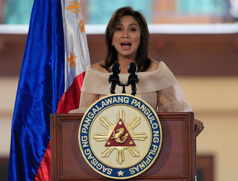 Newly elected Philippine Vice-President Maria Leonor Gerona Robredo delivers a speech after taking her oath during an inauguration ceremony in Quezon city, metro Manila, Philippines June 30, 2016. Photo: Reuters