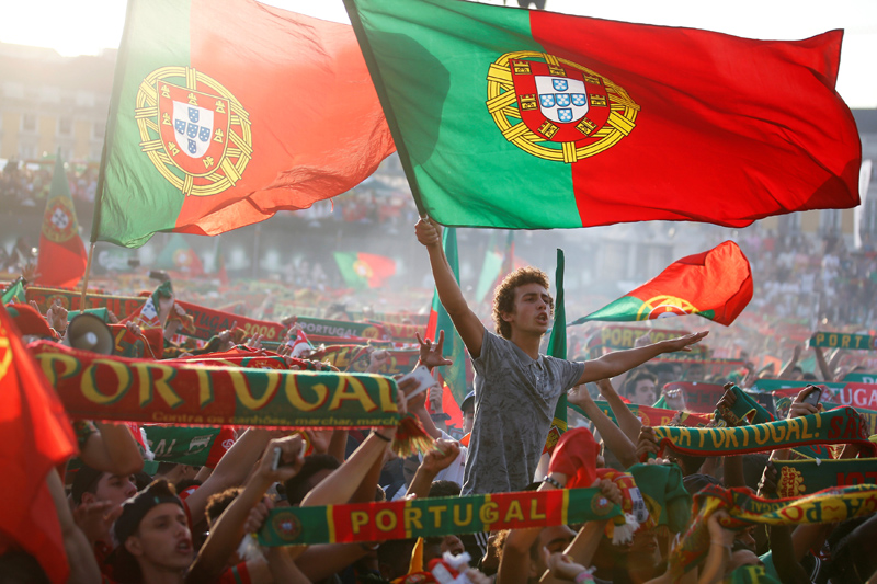 Fans of Portugal sing Portuguese's anthem before they watch the Euro 2016 match between Portugal and Wales at a public screening in downtown Lisbon, Portugal, July 6, 2016. Photo: Reuters