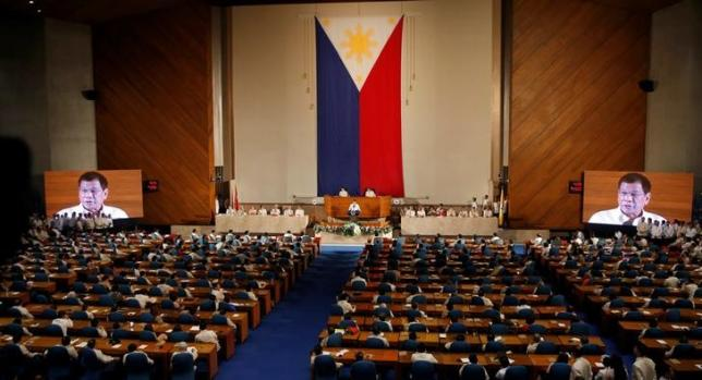 Philippine President Rodrigo Duterte speaks before the lawmakers during his first State of the Nation Address at the Philippine Congress in Quezon city, Metro Manila, Philippines July 25, 2016. REUTERS/Erik De Castro