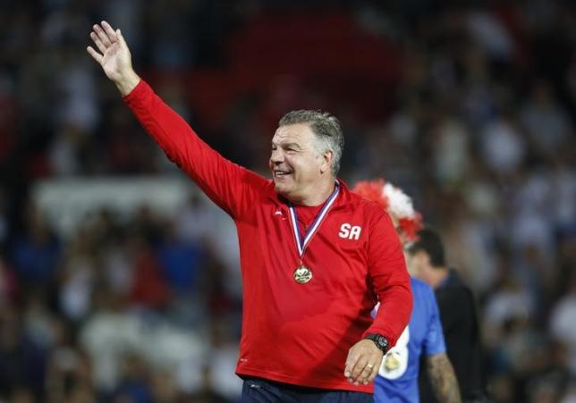 Britain Football Soccer - England XI v Rest of the World XI - Soccer Aid 2016 - Old Trafford - 5/6/16nEngland XI's manager Sam Allardyce celebrates winning the matchnAction Images via Reuters / Ed SykesnLivepic