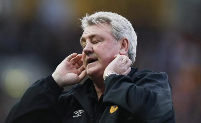 Football - Hull City v Chelsea - Barclays Premier League - The Kingston Communications Stadium - 22/3/15 Hull City manager Steve Bruce looks dejectednAction Images via Reuters / Lee Smith Livepic
