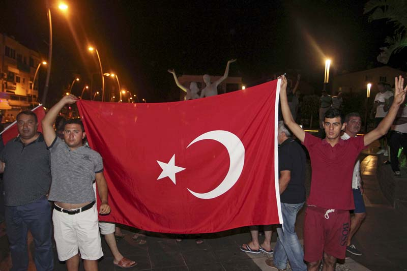 Supporters of President Tayyip Erdogan celebrate with the Turkish flag in the resort town of Marmaris, Turkey, on July 16, 2016. Photo: Reuters