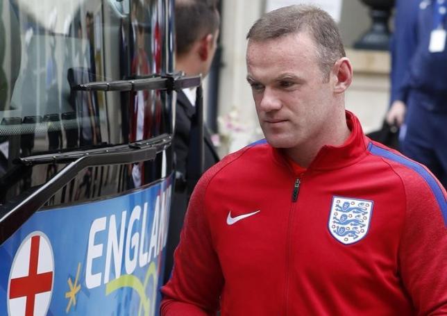 Football Soccer - EURO 2016 - England Departure - Auberge du Jeu de Paume, Chantilly, France - 28/6/16nEngland's Wayne Rooney leaves Auberge du Jeu de PaumenREUTERS/Lee SmithnLivepic