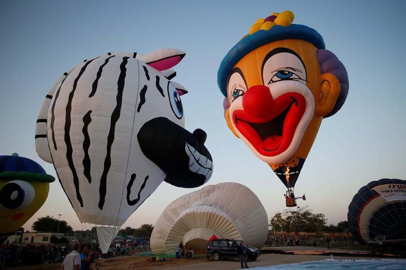 Hot air balloons are prepared before they take flight during a two-day international hot air balloon festival in Eshkol Park near the southern city of Netivot, Israel on July 22, 2016. Photo: Reuters