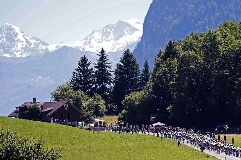 The pack of riders are seen cycling during the Tour de France cycling race - the 184.5 km race from Berne to Finhaut-Emosson, Switzerland on July 20, 2016. Photo: Reuters