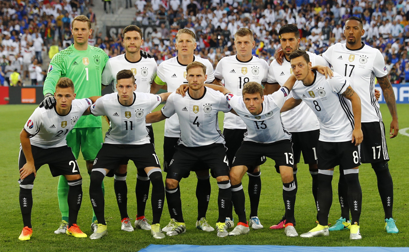 Germany players pose for a group photo prior to their Euru 2016 semifinal soccer match against France at Stade Velodrome, Marseille, in France, on Thursday, July 7, 2016. Photo: Reuters