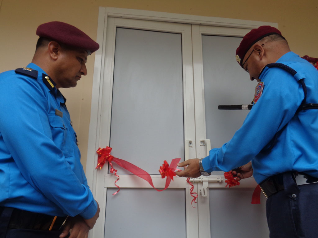 Inspector General of Police (IGP) Upendra Kant Aryal inagurates the residence for chief of the Kavre District Police Office, in Dhulikhel, on Friday,July 29, 2016. Photo: Nepal Police