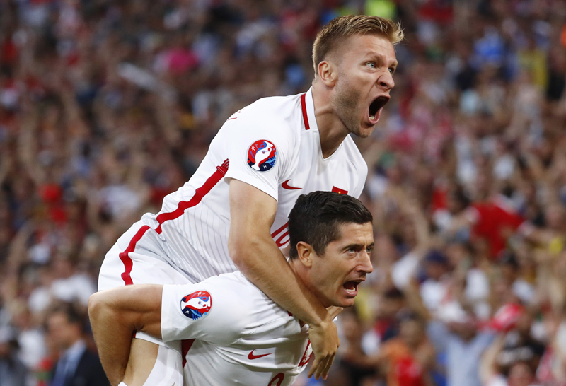 Poland's Robert Lewandowski celebrates with Jakub Blaszczykowski after scoring their first goal against Portugal during Euro 2016 quarter final at Stade Velodrome, in Marseille, on Thursday, June 30, 2016. Photo: Reuters