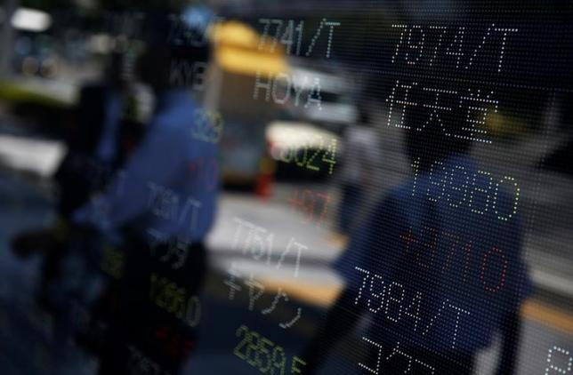 Share price of Japan's Nintendo Co. (R) is displayed at a stock quotation board outside a brokerage in Tokyo, Japan July 11, 2016. REUTERS/Issei Kato     TPX IMAGES OF THE DAY      - RTSHACL