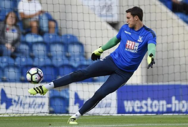 Britain Football Soccer - Colchester United v Crystal Palace - Pre Season Friendly - Weston Homes Community Stadium - 16/17 - 25/7/16nCrystal Palace's Alex McCarthy warms up before the gamenAction Images via Reuters / Adam Holt