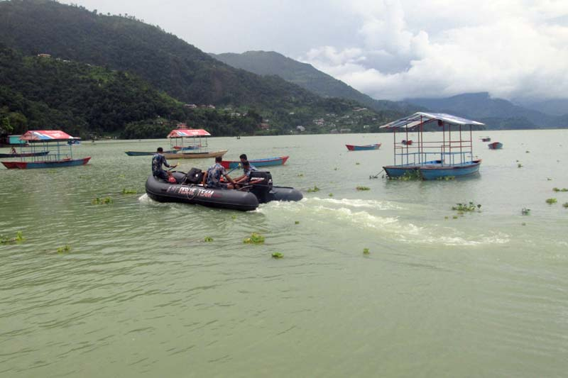 Armed Police Force divers search two missing youth in Phewa Lake, on August 10, 2016.nPhoto: Rishi Ram Baral/ THT