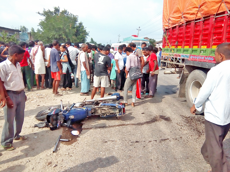 Locals gather around the accident site along the Gaur-Chandranighapur road section in Rautahat district, on Friday, August 19, 2016. Photo: Prabhat Jha