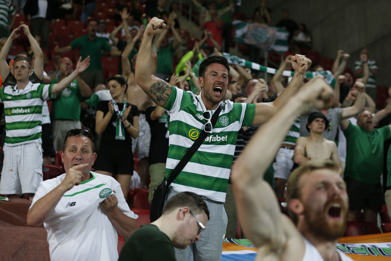Celtic fans cheer before the the Champions League qualifying playoffs second leg soccer match in against Hapoel in Beersheba, Israel, on Tuesday, August 23, 2016. Photo: AP