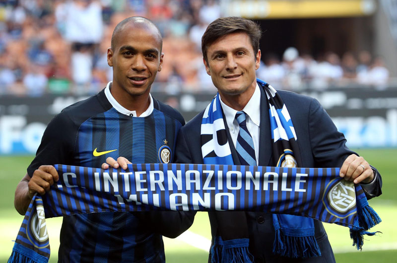 New Inter Milan Portoguese midfielder Joao Mario (left) poses with team's vice president Javier Zanetti prior to a Serie A soccer match between Inter Milan and Palermo, at the Milan San Siro stadium, Italy, on Sunday, August 28, 2016. Photo: Matteo Bazzi/ANSA via AP