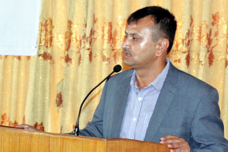 Federation of Nepalese Journalists chairman Mahendra Bista speaking at a programme in Kathmandu, on Tuesday, August 16, 2016. Photo: RSS
