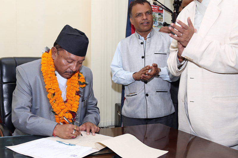 Newly appointed Minister for Irrigation Deepak Giri assumes his office, in Kathmandu on Friday, August 26, 2016. Photo: RSS