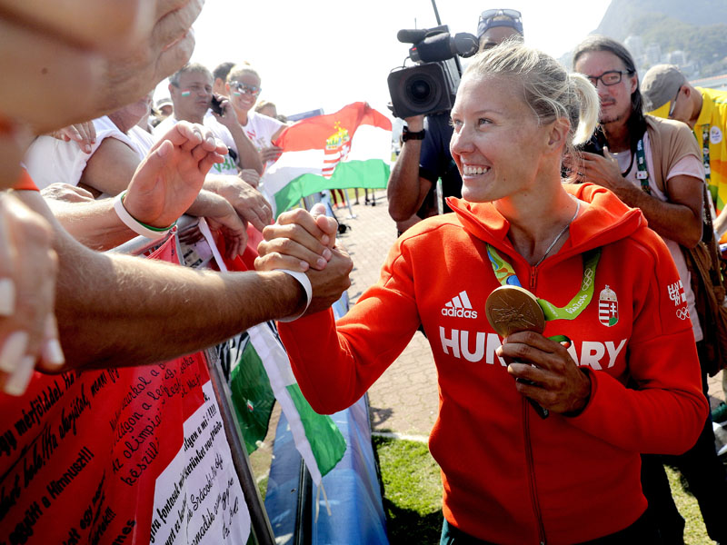 Hungary's Danuta Kozak greets fans after her gold medal in the women's kayak single 500m final during the 2016 Summer Olympics in Rio de Janeiro, Brazil, on Thursday, August 18, 2016. Photo: AP
