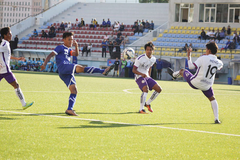 Players of Three Star Club (blue) and Nagaworld FC in action during their AFC Cup 2017 Qualifying Play-off match in Ulaanbaatar on Tuesday, August 23, 2016. Photo: NSJF