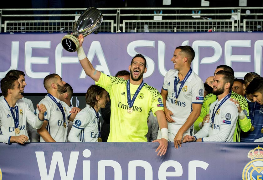 Real Madrid's keeper Kiko Casilla with the cup of UEFA Super Cup 2016. Photo: . Ned Alley/NTB Scanpix via Reutersnn