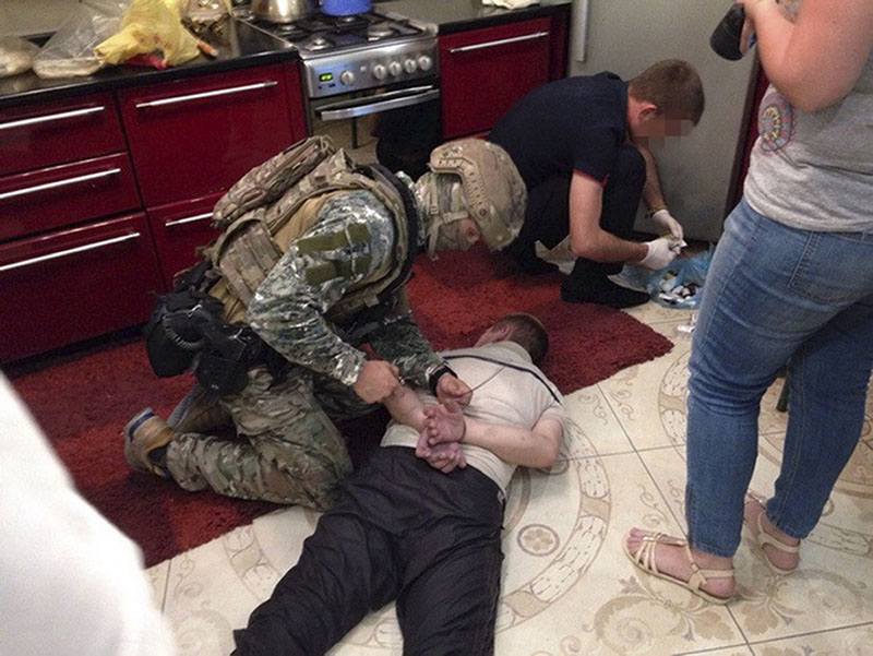 Ukrainian Police in operation against weapon dealers in Mykolaiv, Ukraine, on Wednesday, July 13, 2016. Photo: Ukrainian Security Service photo via AP)