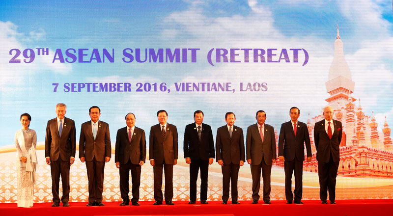Leaders of ASEAN member nations pose for photo during ASEAN Summit in Vientiane, Laos, on September 7, 2016. Photo: Reuters