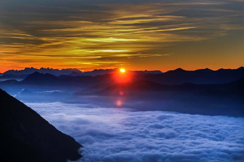 Fog covers the Inntal valley as the sunrise is seen from the Hundskopf mountain in the western Austrian village of Gnadenwald, Austria, on September 7, 2016. Photo: Reuters