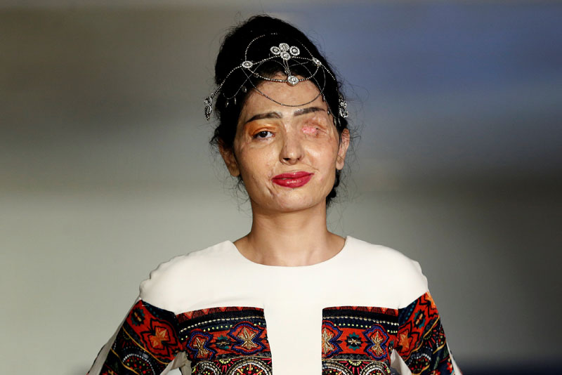 Indian model and acid attack survivor Reshma Quereshi presents a creation from Indian designer Archana Kochhar's Spring/Summer 2017 collection during New York Fashion Week in the Manhattan borough of New York, US, September 8, 2016. Photo: Reuters