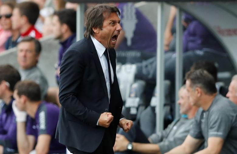 Britain Soccer Football - Swansea City v Chelsea - Premier League - Liberty Stadium - 11/9/16nChelsea manager Antonio Conte celebrates after Diego Costa scored their first goal nAction Images via Reuters / Carl Recine