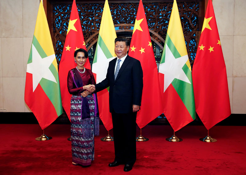 Myanmar State Counsellor Aung San Suu Kyi (Left) and Chinese Premier Xi Jinping (Right) poses for the media  before a meeting at the Diaoyutai State Guesthouse in Beijing, China, on August 19, 2016. Photo: Reuters