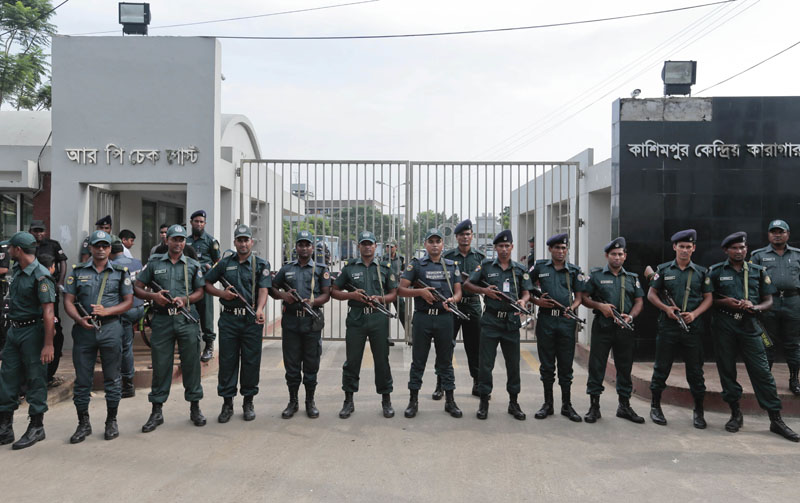 Bangladeshi security personnel stand guard in front of Kashimpur Central Jail where Mir Quashem Ali, a senior leader of the main Islamist party Jamaat-e-Islami, is being held, in Gazipur, on the outskirts of Dhaka, Bangladesh, on Saturday, September 3, 2016. Photo: AP
