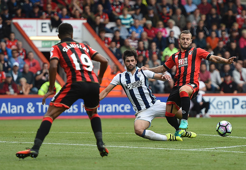 AFC Bournemouth's Jack Wilshire (right) and West Bromwich Albion's Claudio Yacob battle for the ball during their English Premier League soccer match at the Vitality Stadium, Bournemouth, England, on Saturday, September 10, 2016. Photo: Daniel Hambury/PA via AP