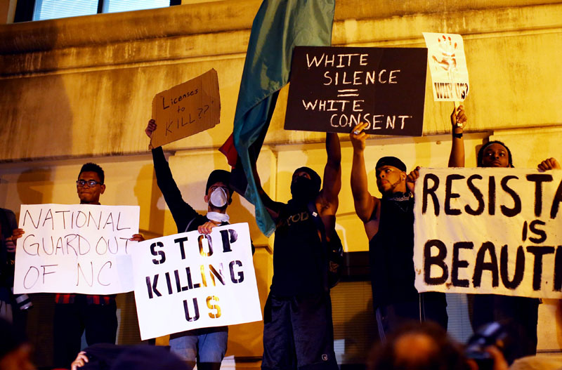 Protesters shout for the videos of the shooting from the steps of the police station during another night of protests over the police shooting of Keith Scott in Charlotte, North Carolina, US, on September 22, 2016. Photo: Reuters