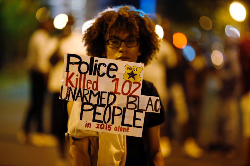 A marcher protests the police shooting of Keith Scott in Charlotte, North Carolina, US September 24, 2016. Photo: Reuters