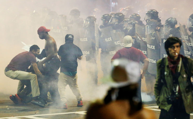 People maneuver amongst tear gas in uptown Charlotte, NC during a protest of the police shooting of Keith Scott, in Charlotte, North Carolina, US, on September 21, 2016. Photo: Reuters