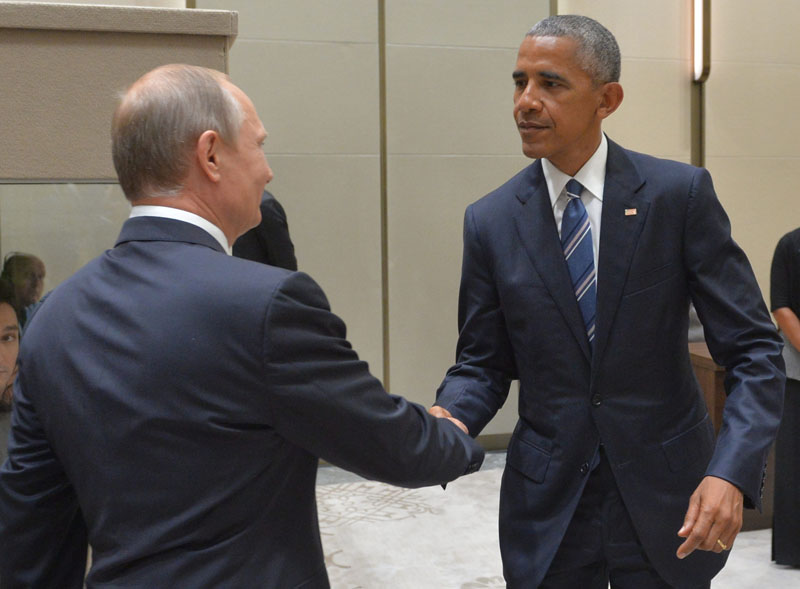 Russian President Vladimir Putin, left, shakes hands with U.S. President Barack Obama in Hangzhou in eastern China's Zhejiang province on Monday, September 5, 2016. Photo: AP